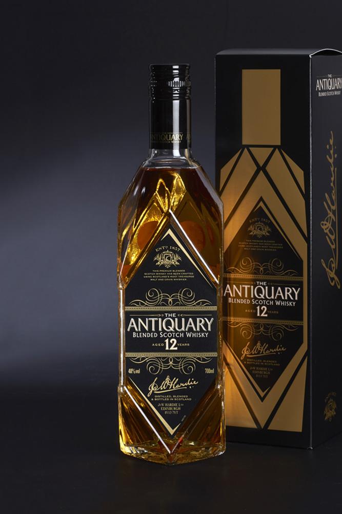 the Antiquary Whisky presentation | Plan-V